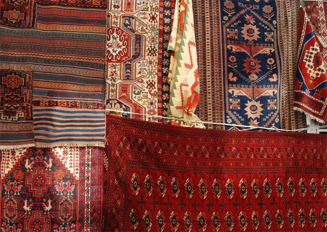 Chcę powiesić dywan orientalny na ścianie. Mogę to zrobić?