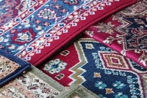 Egzotyczne szczegóły w mieszkaniu z orientalnymi dywanami